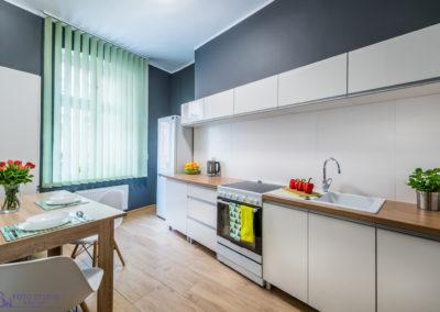 Piękna kuchnia w nowoczesnym apartamencie